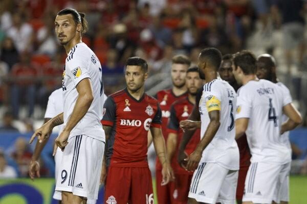 Zlatan Ibrahimovič (vľavo) opäť dokázal svoju extratriedu.