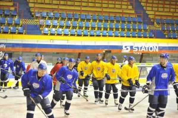 Dnes Martinčanov, ktorí už týždeň trénujú na ľade, preverí prvý súper.