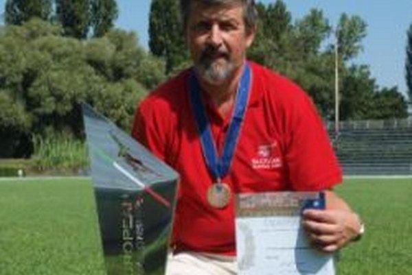 Jozef Kožár odovzdáva skúsenosti aj žiakom na pilotnom výcviku.