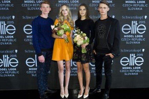 Víťazi modelingovej súťaže. Lea Novosedliaková (druhá sprava).