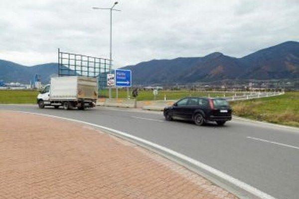 Na sučianskom kruháči je nová cesta do Priekopy zatiaľ zablokovaná.