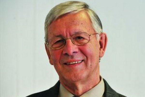 Peter Rovnianek - dlhoročný športový funkcionár v Martine, v rokoch 1966-1978 tajomník TJ Strojárne, v rokoch 1981-1984  tajomník futbalového oddielu TJ ZŤS.
