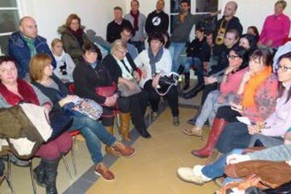 Stretnutie učiteľov. Na diskusií v Martine sa preberali rôzne témy.