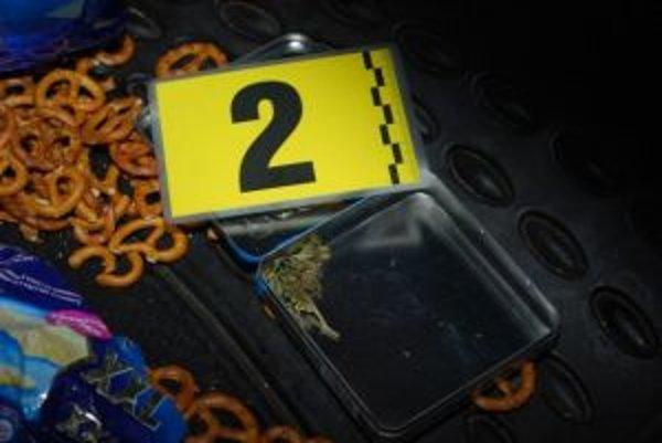 Pri prehliadke auta zaistila polícia metamfetamín aj marihuanu.
