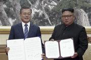 Juhokórejský prezident Mun Če-in a severokórejský vodca Kim Čong-un.
