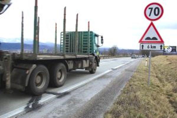 Jedným z častých liekov na choroby panelovky je dopravné značenie.