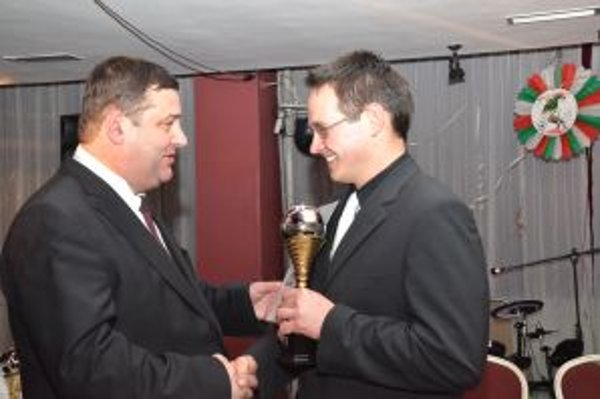 Brankárovi Plešovi gratuloval Pavol Kuteľ, prezident TFZ.