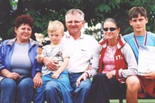 Ján Januch s rodinou.
