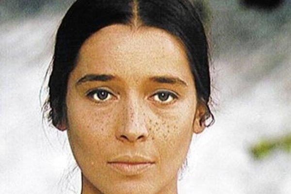 Kým ju neopantali čierne oči vojaka, bola to krásna a veselá deva.