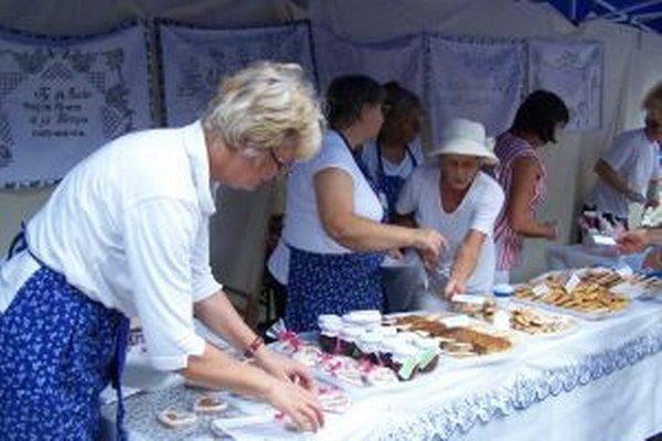 Matičiarky z Budmeríc sa v Martine postarali o dobrú chuť. V amfiteátri ponúkajú domáce koláče, po ktorých si oblížete všetky prsty.