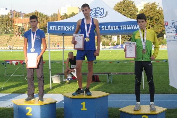 Ondrej Malek (vpravo) si z Trnavy odniesol dva bronzové úlovky.