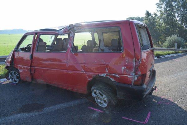 Pri nehode sa zranilo päť ľudí.