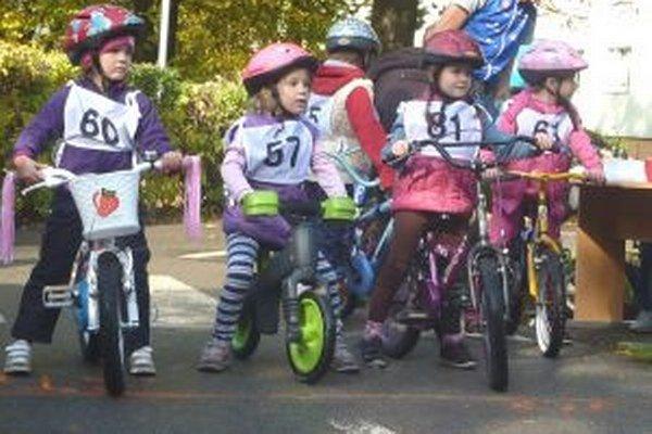 Aj na najmladších účastníkov čakali na dopravnom ihrisku rôzne úlohy.