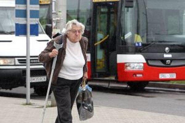 Starší ľudia si musia dávať pozor aj pri nákupoch.