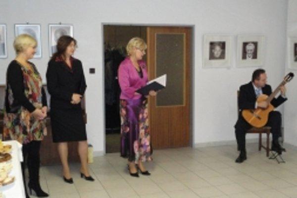 Autorka (vpravo) zaujala najmä portrétmi.