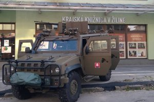 Vojenské vozidlo pútalo pohľady.
