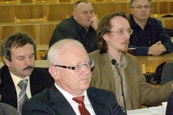 Pozmeňujúci návrh Juraja Smatanu (vpravo) neprešiel.