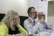 Riaditeľka základnej školy J. A. Komenského v Bratislave Tatiana Kizivatová, analytik projektu To dá rozum Jozef Miškolci a PR konzultant Neuropea Milan Kisztner počas tlačovej konferencie.