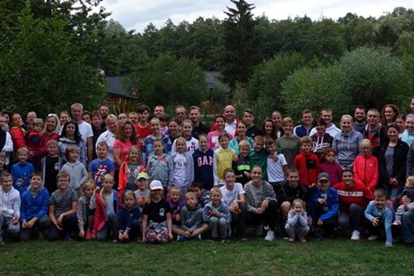 Členovia Karate klubu Kumade na minuloročnej športovej akcii v Tesároch.