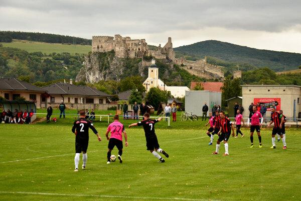 Derby pod Beckovským hradom medzi Beckovom a Kálnicou malo gólový záver.