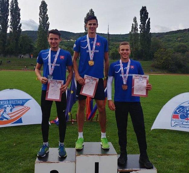 Najlepší v behu na 3000 m prek.: zľava M. Borovka, D. Mazúch a R. Šajter.