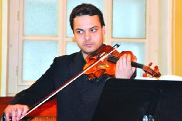 Dalibor Karvay počas koncertu v Martine.