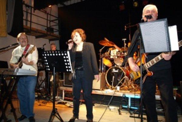 Hermína. Ťahák večera bola skupina Hermína, ktorá bola na Hornom Turci kedysi veľmi známa.
