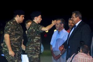 Grécky minister obrany Panos Kammenos (vpravo)