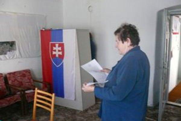 V Laskári napriek problémom so zložením okrskovej volebnej komiesie má hlasovanie plynulý priebeh.