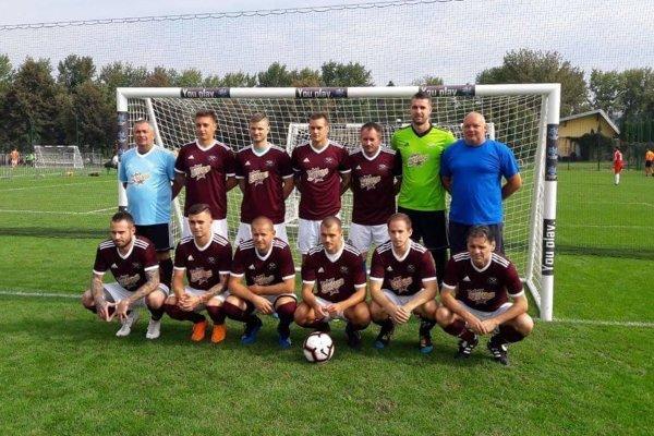 Mužstvo ASGuard Security, Michal Gere je druhý a Pavol Gere je štvrtý zľava v hornom rade.ZDROJ: ARCHÍV MG