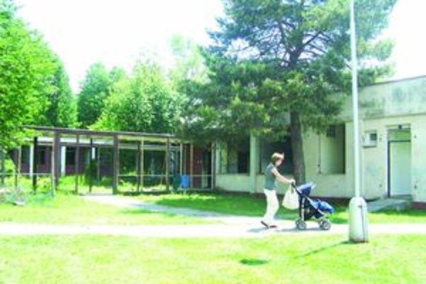 Dnes chátrajúci areál bývalého sanatória sa má premeniť na centrum starostlivosti o seniorov.