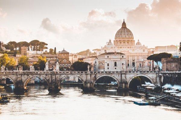Rozlohou najmenší štát na svete je Vatikán.