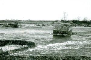 Práce komplikovala povodeň v roku 1988.