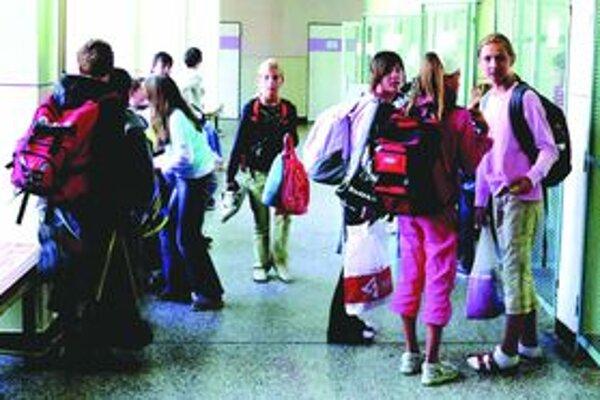 Začiatok vyučovania sa v Turci na deviatu neposunie.