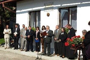 Slávnostné stretnutie sa začalo dnes krátko po 13. h pri rodnom dome M. M. Hodžu.