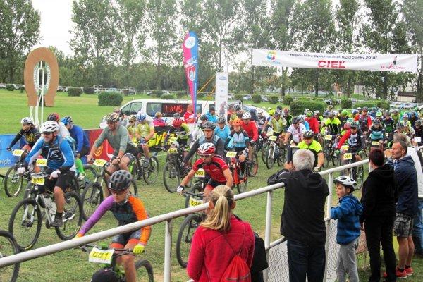 Na štart sa postavilo 481 cyklistov z piatich krajín.
