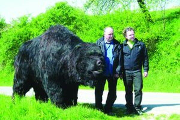 Jaskynného medveďa do našich časov vrátili otec a syn Klaudíniovci.