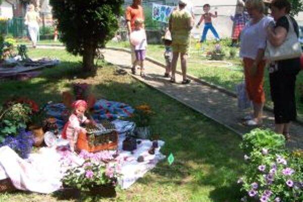 Aj takéto aranžmány obdivujú dnes návštevníci v Podhradí.
