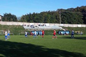 V zápase V. Zálužie - Oponice bolo kompletné rozhodcovské trio na ihrisku len počas prvých 45 minút.
