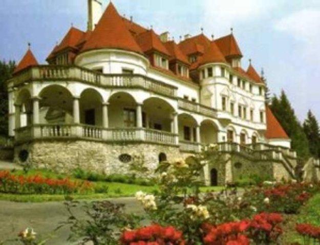 Po nevyznačenej trase cez hory ste bicyklom z Valče pri zámku Kunerad za takmer dve hodiny.