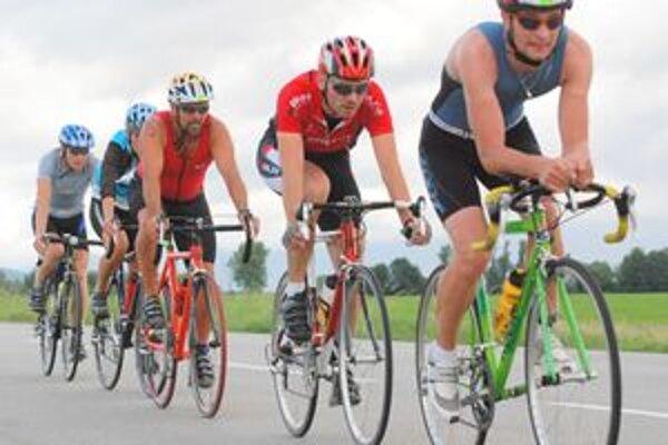 Na cyklistickej trati Turčianskeho amatérskeho triatlonu sa súťažilo naplno.