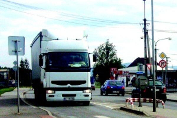 Aj kamionistom v Turci klesli príjmy najmä pre lacnejších poľských prepravcov.