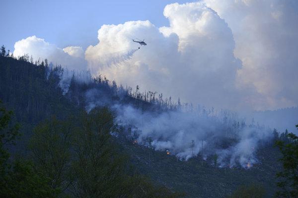 Pomocou bambi vaku hasili aj veľký májový požiar v Tatrách.