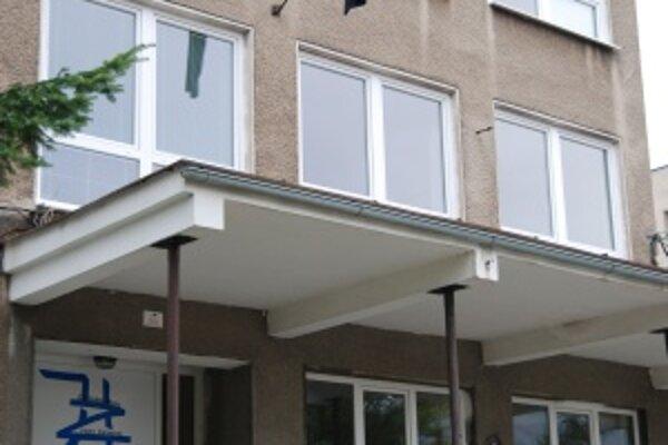 Na ZŠ Hany Zelinovej vo Vrútkach, kde chlapec chodil do školy, už visí čierna zástava.