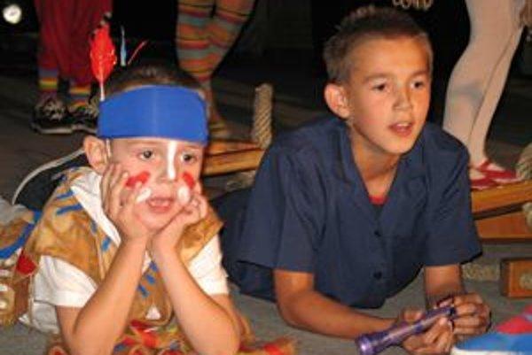 Deti z Dubového aj najnovšou premiérou ukázali, že vedia niesť štafetu ochotníckeho divadla v obci so cťou.