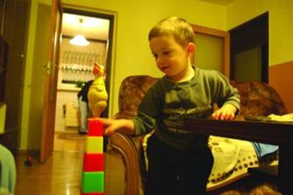 O otca prišiel dva a polročný Jurko príliš skoro.