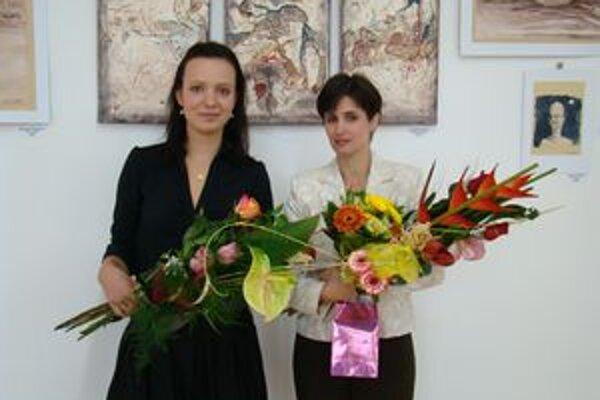 Autorky vystavovanych diel. Vľavo Tománková, vpravo Mercellová.