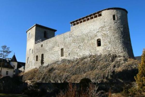 Horúcim kandidátom je hrad akaštieľ.