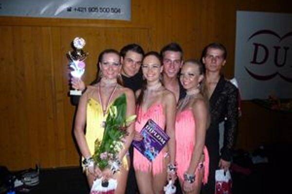Tri tanečné páry z PegaFun Dance Group získali v Banskej Bystrici bronz.