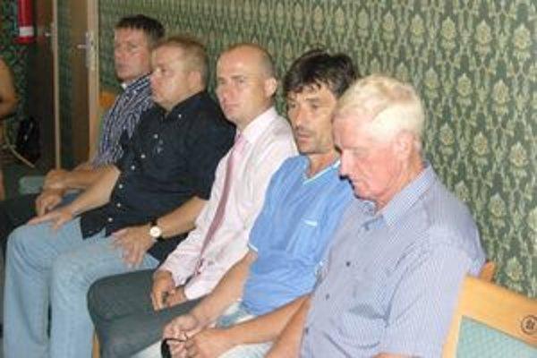 Priaznivci futbalu si na verdikt poslancov musia ešte počkať.
